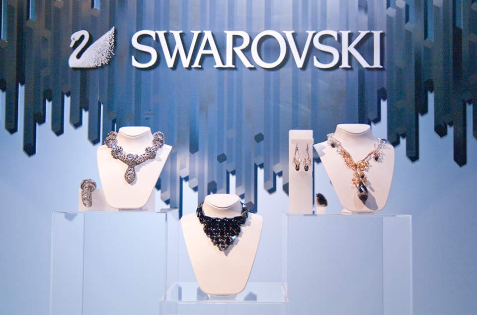 swarovski_vitrine_noel_visual_merchandising
